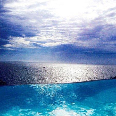 Aminjirah Resort: Fifty shades of blue