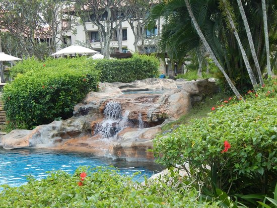Pan Pacific Nirwana Bali Resort: Pool area waterfall