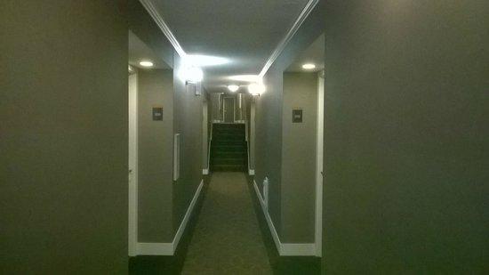 Sandman Inn & Suites Vernon: Corridors