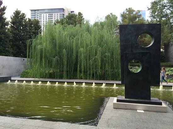 Nasher Sculpture Center : A sculpture by Barbara Hepworth in a fountain setting