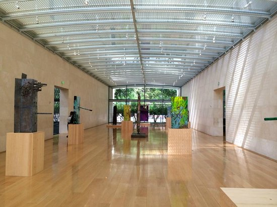 Nasher Sculpture Center : The entrance gallery and its amazing roof