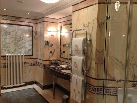 Taleon Imperial Hotel: BATHROOM