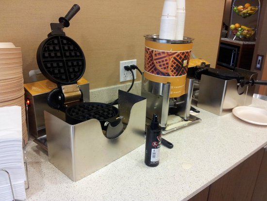 Hampton Inn & Suites Seattle Downtown: Waffle maker