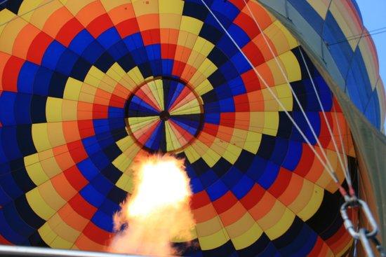 Canyonlands Ballooning : Inside the envelope