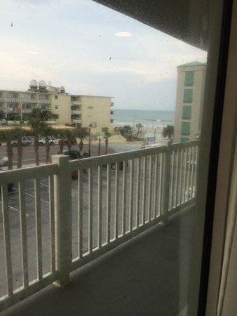 Boardwalk Inn and Suites: Didn't photo well but window was filthy