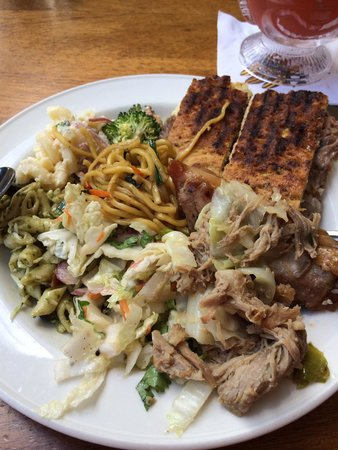 Duke's Waikiki : Lunch buffet food