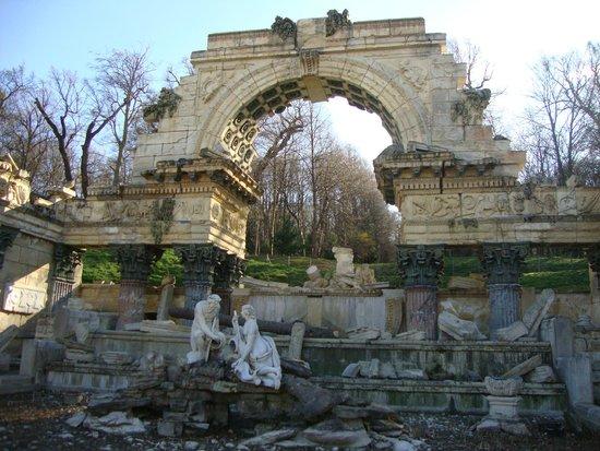 Schonbrunner Gardens: Имитация римских развалин