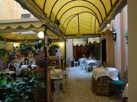 Albergo del Sole Al Pantheon: breakfast room