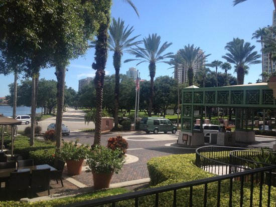 The Vinoy Renaissance St. Petersburg Resort & Golf Club: Looking out from veranda.