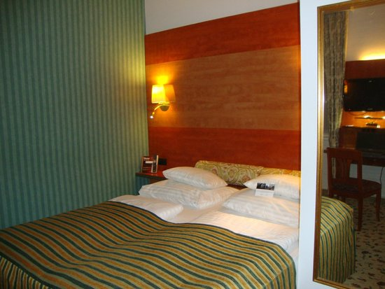 Mercure Grand Hotel Biedermeier Wien: Двуспальная кровать стандартного номера
