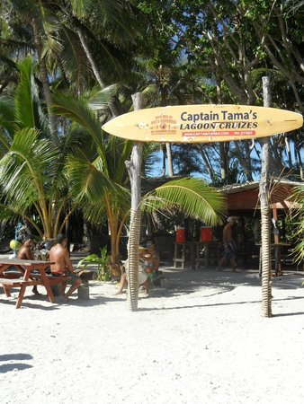 Captain Tama's Lagoon Cruizes: Entrance way to the eating area on the motu directly in front of Muri Beach