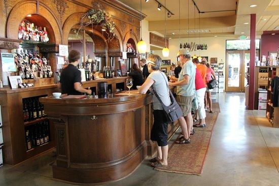 Maryhill Winery: The wine tasting bar