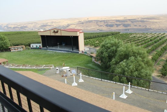 Maryhill Winery: You can request a seat right on the edge overlooking the amphitheater