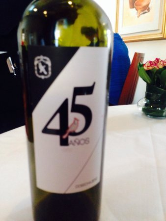 Restaurante El Cardenal: Vino conmemorativo del 45 aniversario.