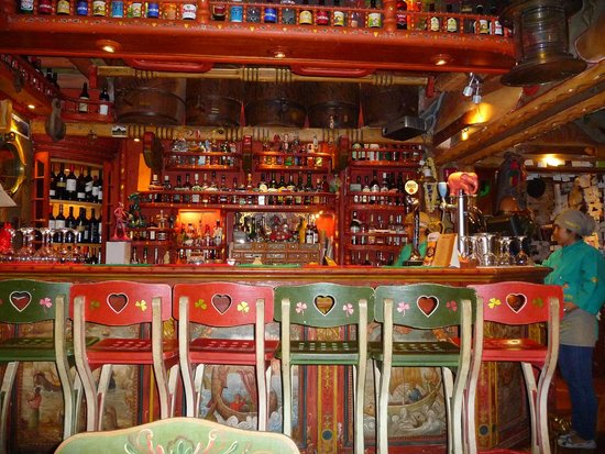 Indio Feliz Restaurant Bistro: bar area
