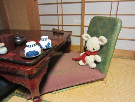 Shimaya Ryokan: Table with hot water and tea available
