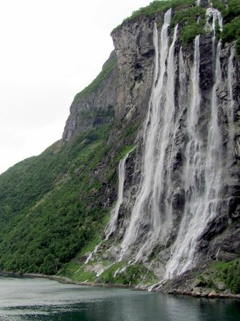 Cascades à Geiranger Fjord