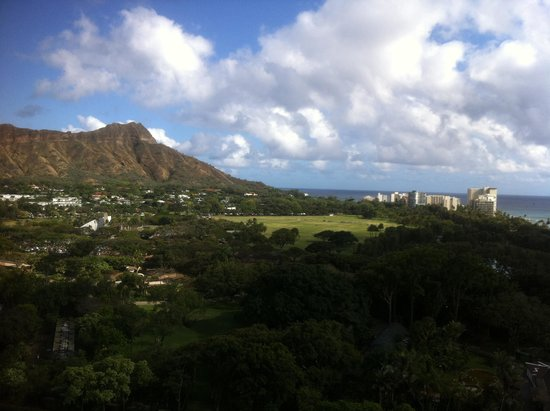 Queen Kapiolani Hotel: View from Diamond Head View Room