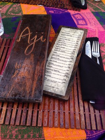 Aji Tapa Bar & Restaurant: Wooden menus and woven tablecloths along the beach made for an authentic experience. Fresh group