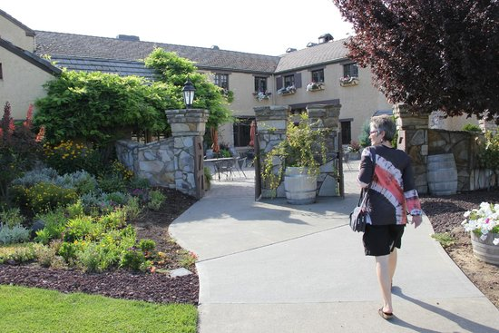 Columbia Crest Winery: Coming in the front entrance