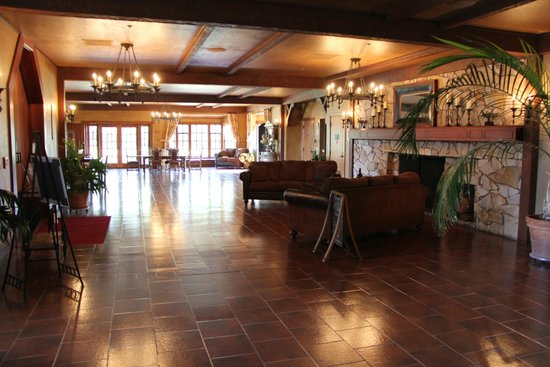 Columbia Crest Winery: The main entry way is spectacular