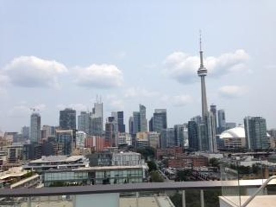 Thompson Toronto - A Thompson Hotel: view from rooftop poolbar