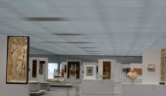 Louvre-Lens: Vue générale de la salle d'exposition