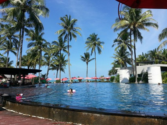 Ramada Khao Lak Resort: Lovely pool and beach
