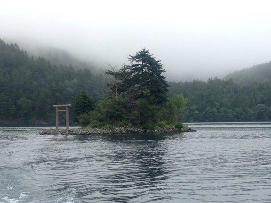 Shikaribetsu Lake : 中島