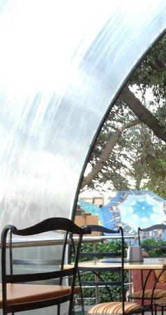 Grand cafe Apelsin: Снова ниспадающий фонтан