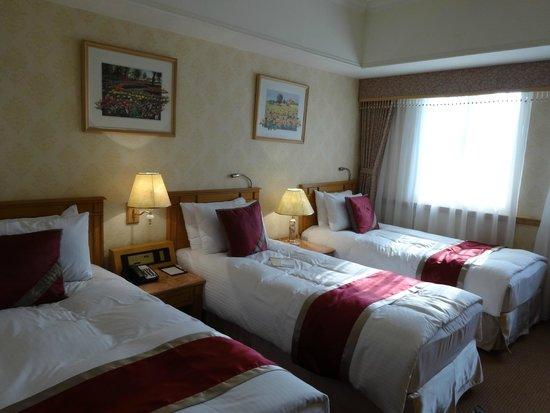 Cosmos Hotel Taipei: エキストラベッドでないちゃんとしたベッドです。
