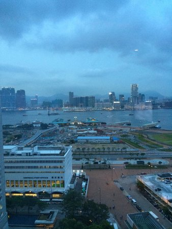 Mandarin Oriental, Hong Kong: View from room early in the morning