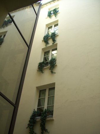 Hotel Luxembourg Parc : Courtyard