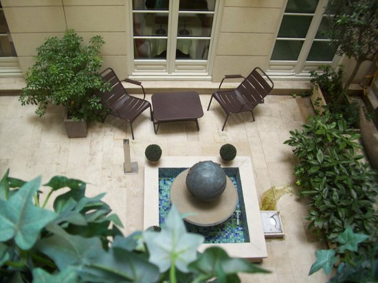 Hotel Luxembourg Parc: Courtyard