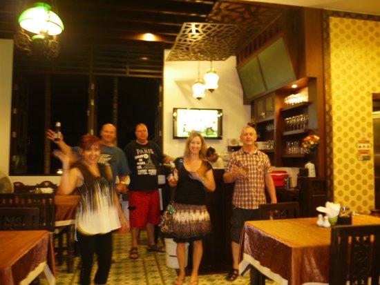 Dee Andaman Hotel: Hotel bar area