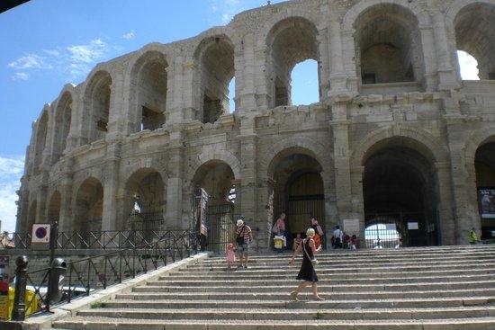 Amphitheatre (les Arenes): .