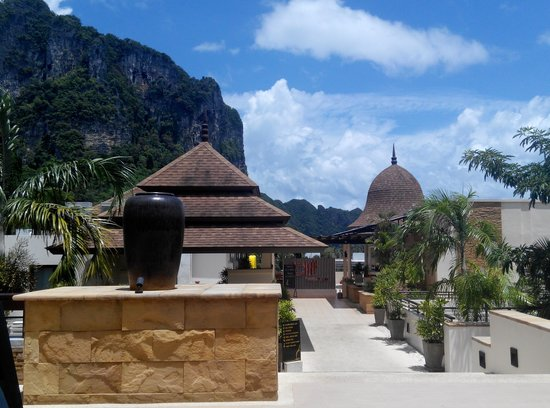 Aonang Cliff Beach Resort : View from the lobby