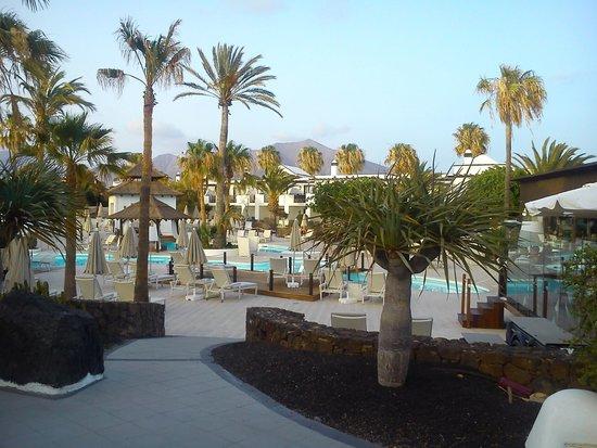 H10 Sentido White Suites: Vista de la piscina