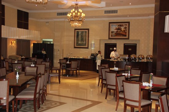Capital Hotel and Spa: Nice Dining Room and the best Omelets I have had