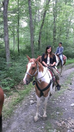 Mountain Creek Riding Stables : Guide stopped and offered to take pictures of us