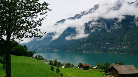 جبال الألب السويسرية, سويسرا: Облака над озером Валензе