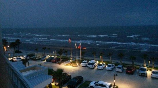 Courtyard by Marriott Galveston Island: Ocean view looking east on Seawall Blvd