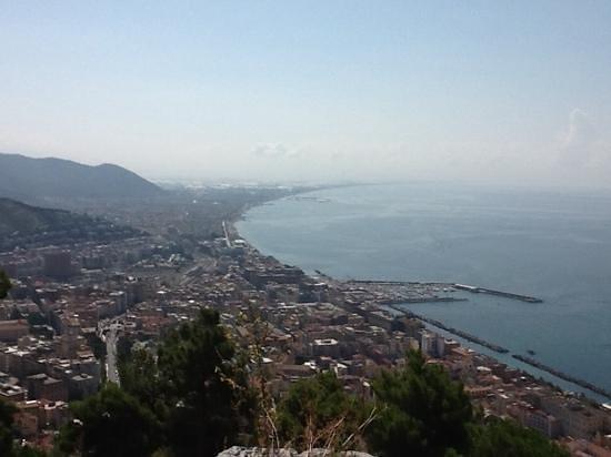 B&B Fronte Del Mare: veduta di Salerno dal Castello Arechi