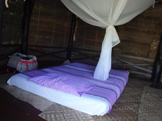 Samoan Outrigger Hotel: Twin bed in Fale 4, also a single bed
