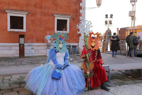 San Giorgio Maggiore : 船着場前に居た仮装した人