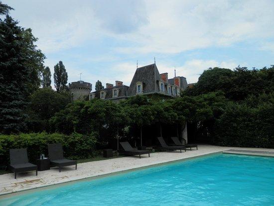 Chateau De Lalande: vue de la piscine