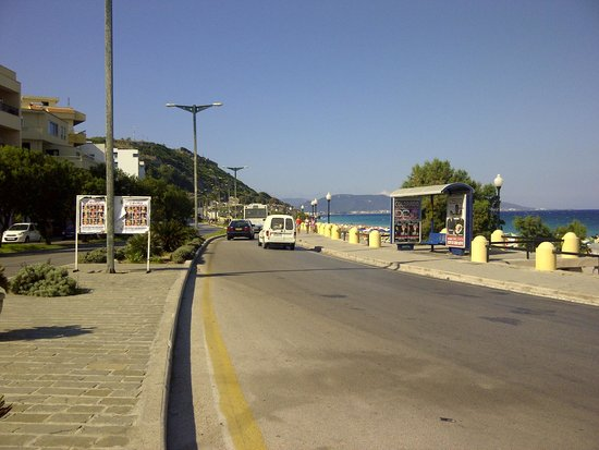 Nafsika Hotel: Road across from the hotel