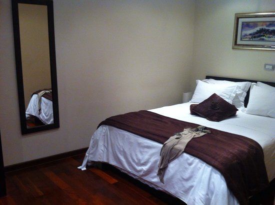 Palace Suites Split: Bedroom: good bed!