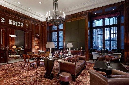 Park Hyatt Vienna: Living Room Cigar Lounge