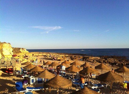 Restaurante Praia Lourenco : vue sur la plage Lourenco en fin d'après-midi